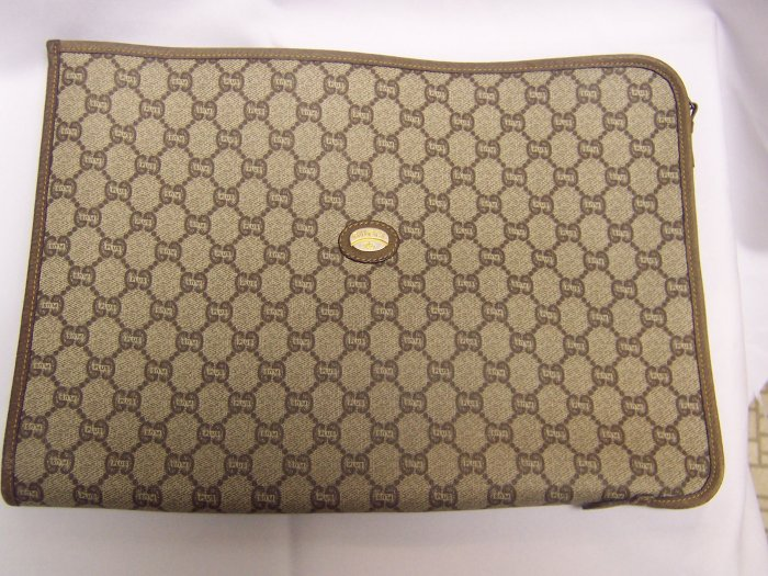 Vintage Authentic Gucci Plus Portfolio