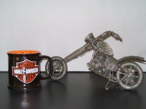 Wound Wire Motorcycle with Free Harley Davidson Bar and Shield Sculpted Mug