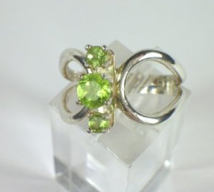 1 ct Peridot and Sterling Silver Ladies Ring
