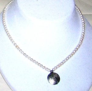 Freshwater pearls necklace with pendant