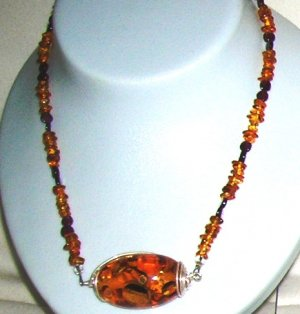 Amber necklace with garnet and pandent