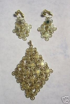 Awesome Sarah Covington Earrings & Pendant Set
