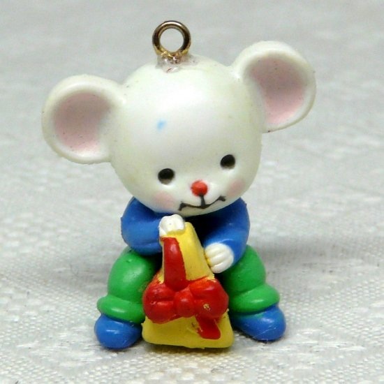 Avon A Merry Little Christmas Mini Ornament Jolly mouse with cheese