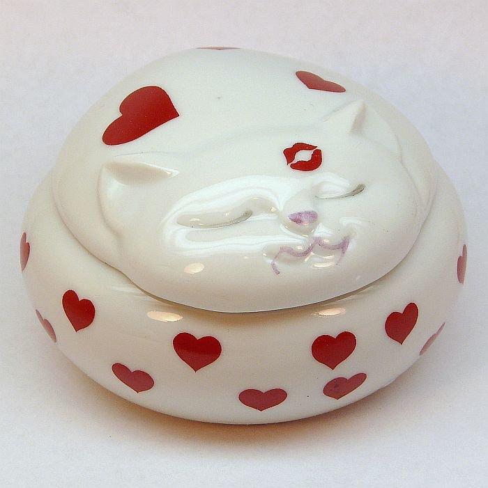 Vintage Takahashi trinket box Love Me Love my Cat porcelain 1980 kitten kitty