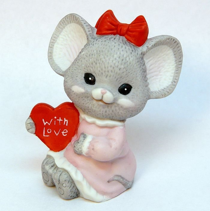 Vtg Lefton figurine girl mouse with love heart bisque