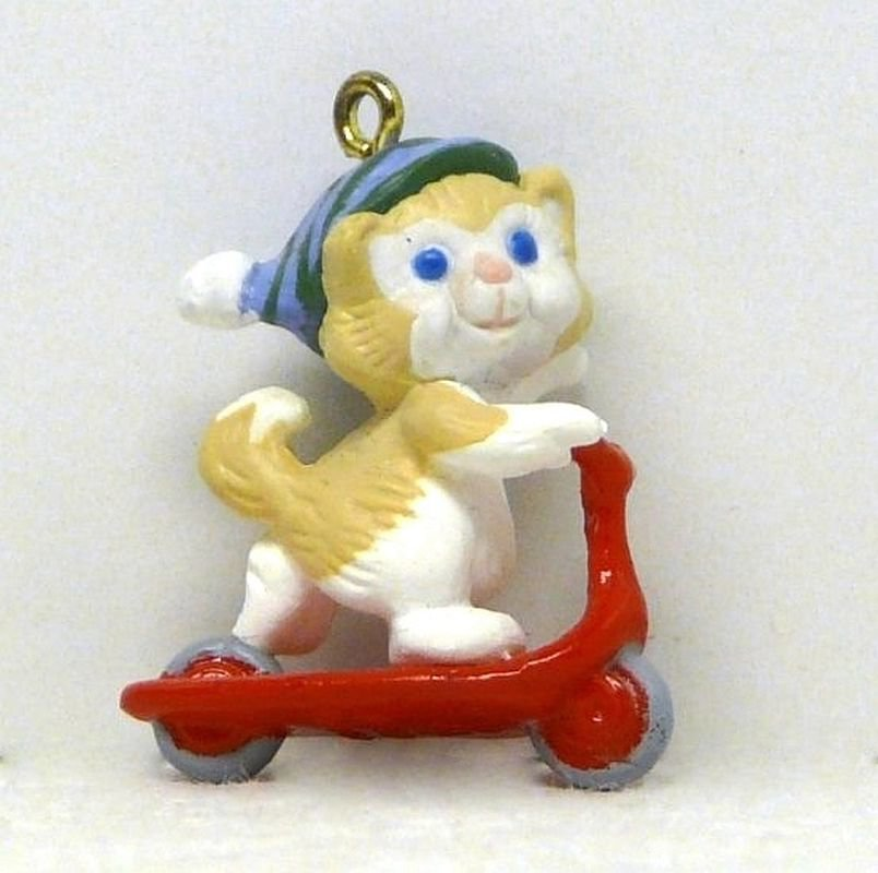Vintage Hallmark miniature Kittens in Toyland 1989 QXM5612 Christmas Ornament 2 in series