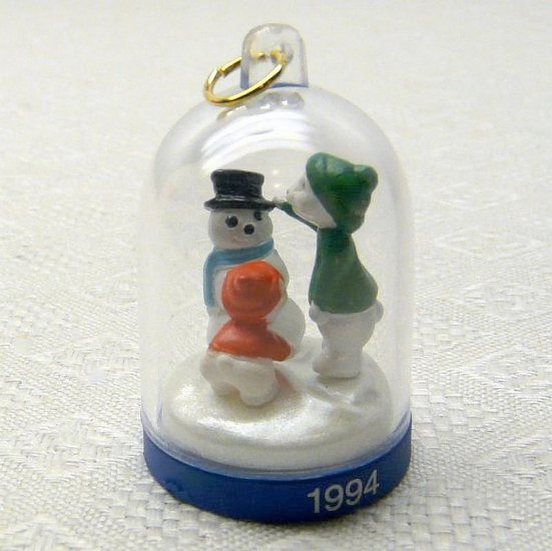 Hallmark Miniature The Bearymores 1994 third in series Christmas ornament
