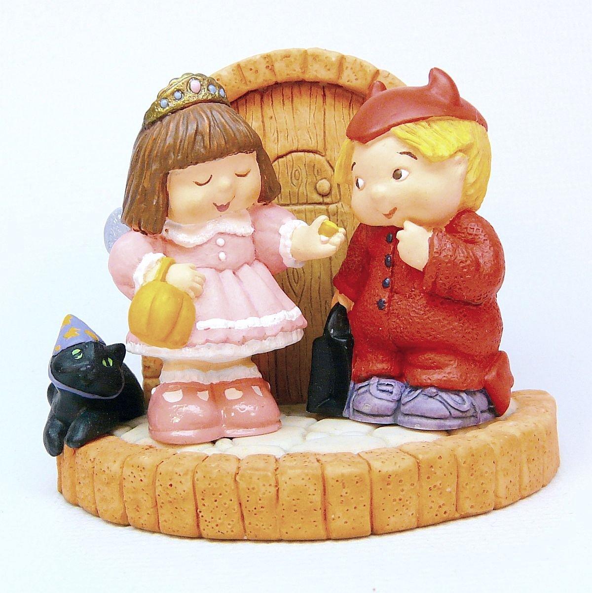 Hallmark 1997 halloween bashful visitors merry miniatures for Hallmark fairy door