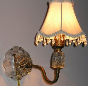Antique Scallop Base Wall Lamp