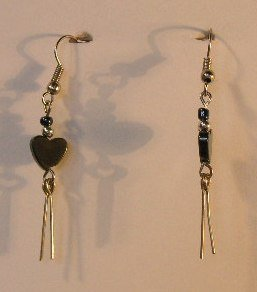 148(Inventory#) Silver heart earrings