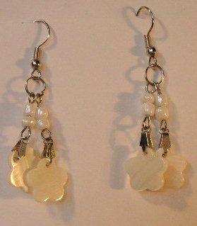 121(Inventory#) White Flower Beads Earrings