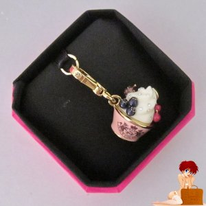 New Authentic Boxed Juicy Couture Ice Cream Dish with Berries Charm YJRU2949 $48
