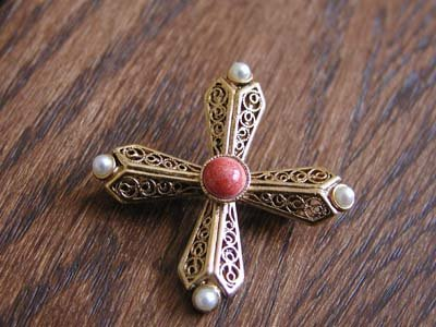 Vintage Brooch With Coral & Pearl Like Stones
