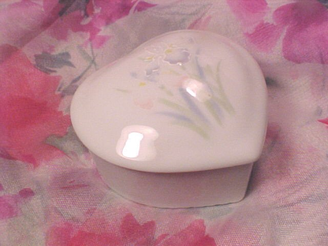 Otagiri The Garden IRIS Art Porcelain Gift Display Jewel BOX