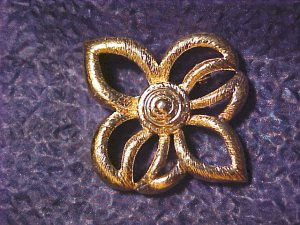 Gerry's Vtg Gold Tone 70's Costume Pin Brooch