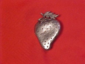 Metzke Pewter Strawberry Pin Fruit Jewelry Vintage