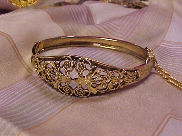 Elegant Vintage Hinged Bracelet Floral Gold Filigree