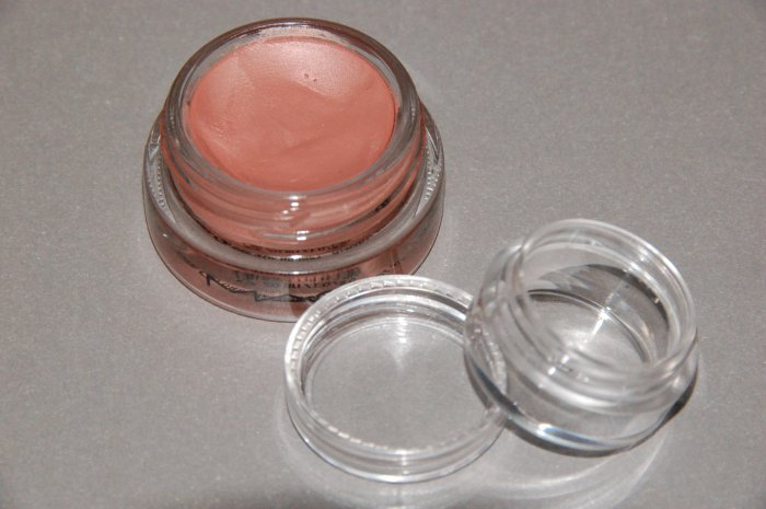 "MAC Paint Pot ""Perky"" (1/5 tsp) sample~~"
