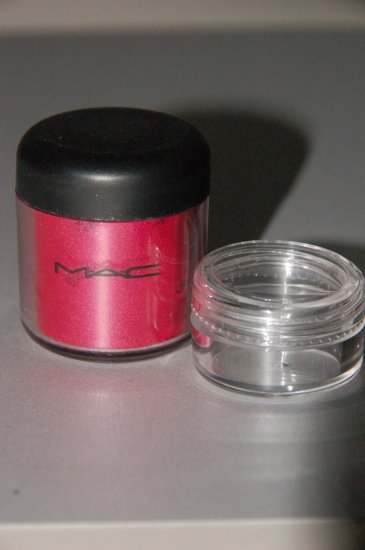 "MAC Pigment Sample ""Bright Fuchsia"" PRO color"