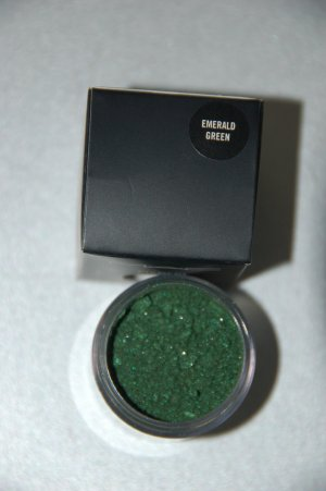 MAC Pigment Samples in *Emerald Green* pro