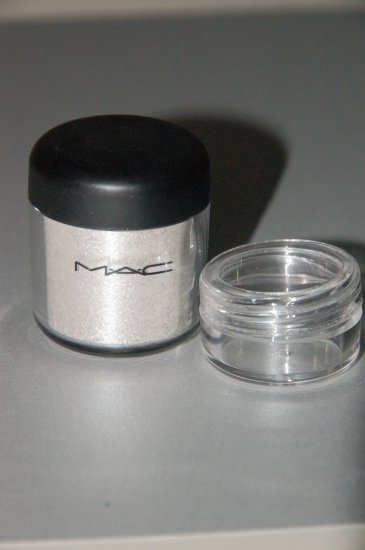 "MAC Pigment Samples ""Frost""  1/4 tsp ~~"