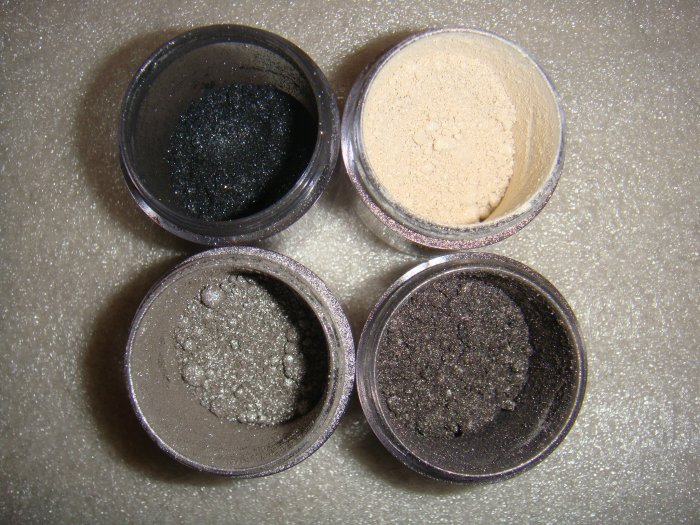 "MAC Pigment Sets! ""Smokin""  for Smokey Eye look!"