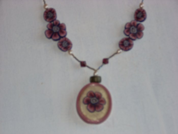 Tri dimensional pendant purple flowers.