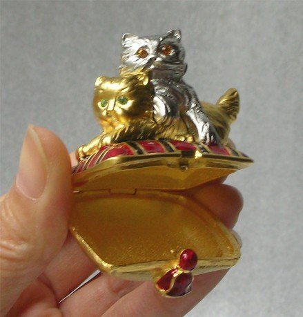 *PLAYFUL KITTENS* Gold Enamel Compact ESTEE LAUDER NEW