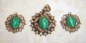 Karu Demi Parure Pendant/Earrings Faux Pearl and Green Art Glass Cabachon