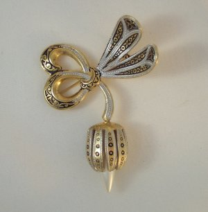 Damascene Signed Spain Brooch/Pin on Gold Tone faux pearl