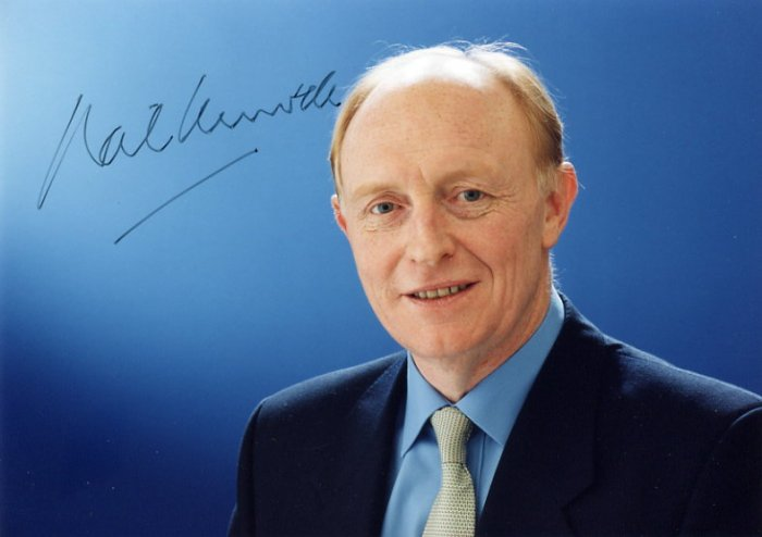British Politician NEIL KINNOCK Hand Signed Photo 6x8