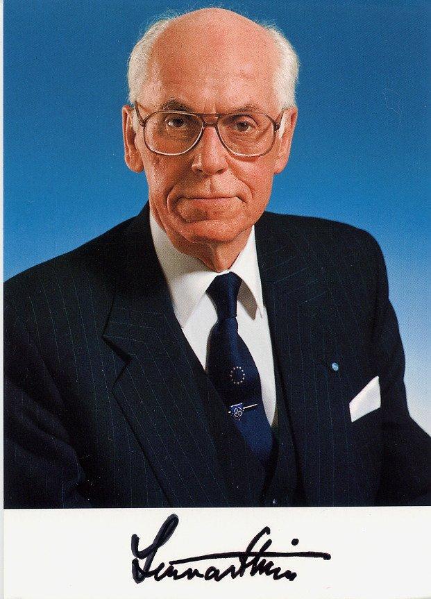 1992-2001 President of Estonia LENNART MERI Hand Signed Photo 4x6