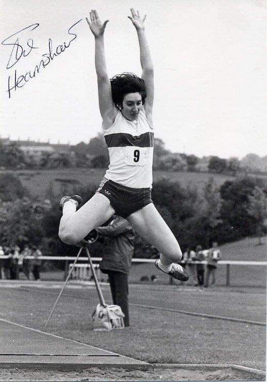 (R) 1984 Athletics Long Jump Bronze SUSAN HEARNSHAW Hand Signed Photo 1980s