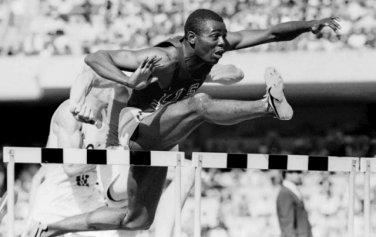 (R) 1968 Athletics 110m Hurdles Gold WILLIE DAVENPORT Autograph 1980s