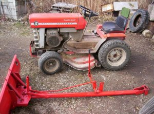 Massey Ferguson 12G Riding mower w/Snow Blade