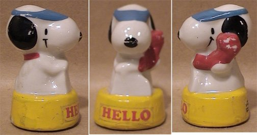 HELLO SNOOPY TALKING ON TELEPHONE SMALL CERAMIC FIGURE 1960s 1970s KOREA