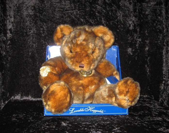 DAN DEE COLLECTOR'S CHOICE bear, new in the box.
