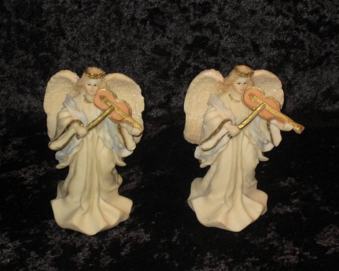 2 angels figurines, resin made