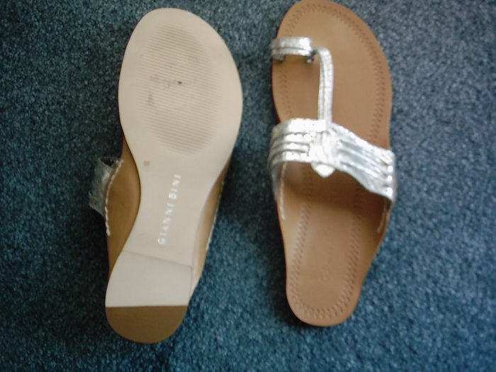 NEW Gianni Bini Silver Women's Sandals Size 6 M