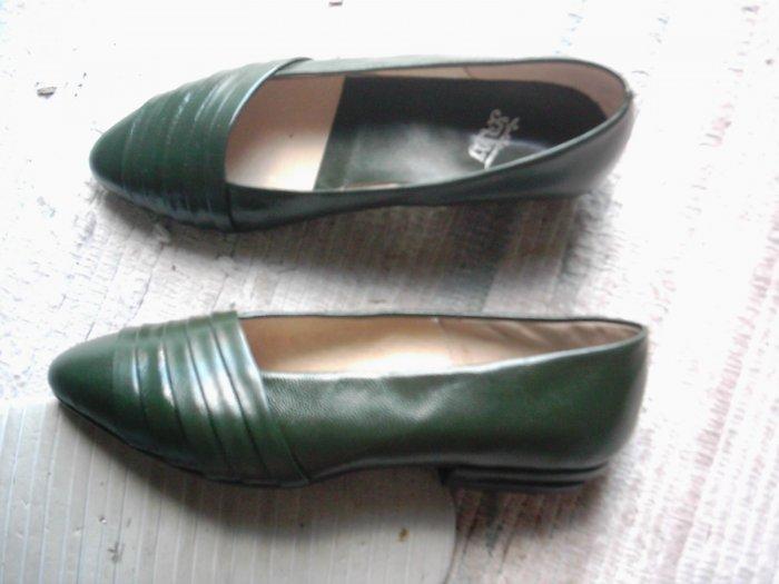 NEW Green Leather Dress Flats Shoes Size 6 N B NIB