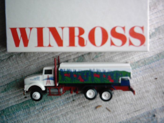 NEW Winross Hershey 1993 Hospitality Day Oil Truck 1/64