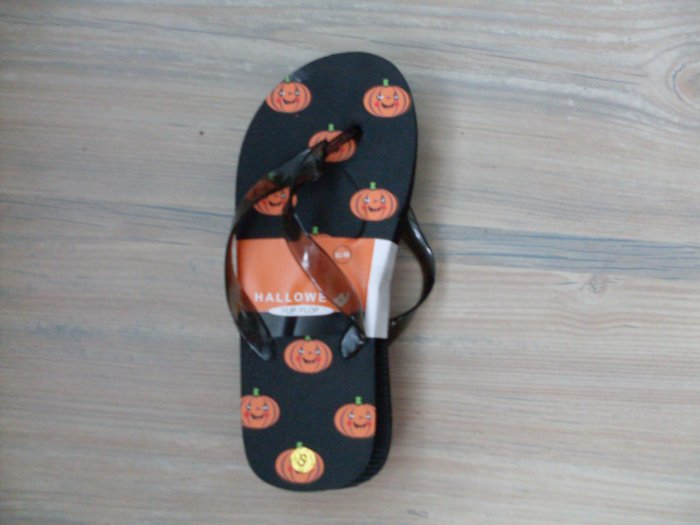 NEW Halloween Flip Flops Girls Womans 5-6 Pumpkins NWT
