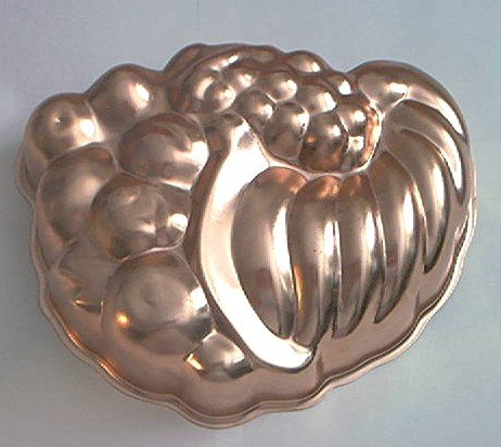 WEAR-EVER COPPER MOLD CORNICOPIA DESIGN WITH FRUIT~HOLDS 6 CUPS
