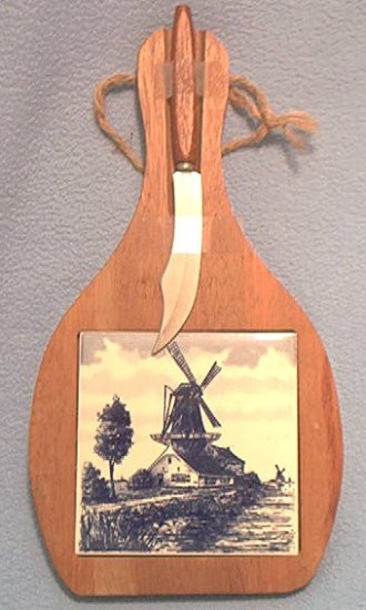 BLUE AND WHITE WINDMILL TILE WOODEN CHEESE BOARD AND KNIFE