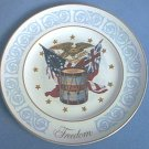 "AVON ""FREEDOM"" PLATE ~1974~WEDGWOOD~FLAGS~EAGLE~DRUM"