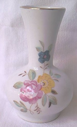 DECORATIVE VASE ~FLORAL~CHINA~GOLD TRIM~PRETTY~3.25 INCH