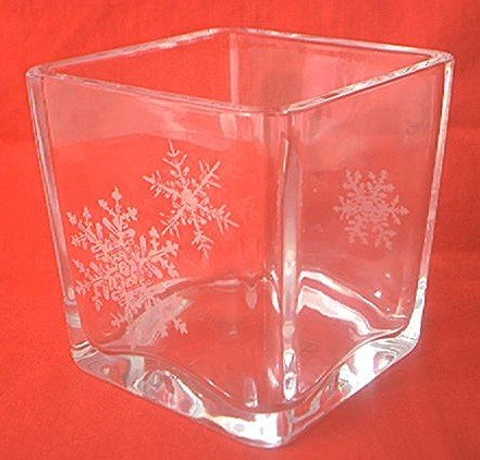 AVON HAPPY HOLIDAYS SNOWFLAKE 1984 GLASS DISH ~CANDLEHOLDER?