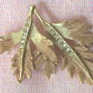 VINTAGE GOLD TONE METAL LEAF PIN BROOCH ~RHINESTONE LEAF VEINS