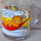 MCDONALD'S GLASS GARFIELD COLLECTOR MUG ~HAMMOCK AND ODIE~c1980~CAT