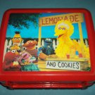 VINTAGE SESAME STREET BIG BIRD LEMONADE STAND~LUNCH BOX~PLASTIC~ NO THERMOS
